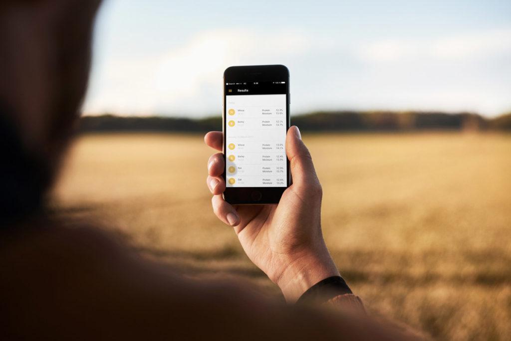 Результати вимірів доступні через мобільний додаток, або Панель Фермера у вашому обліковому записі через веб-браузер
